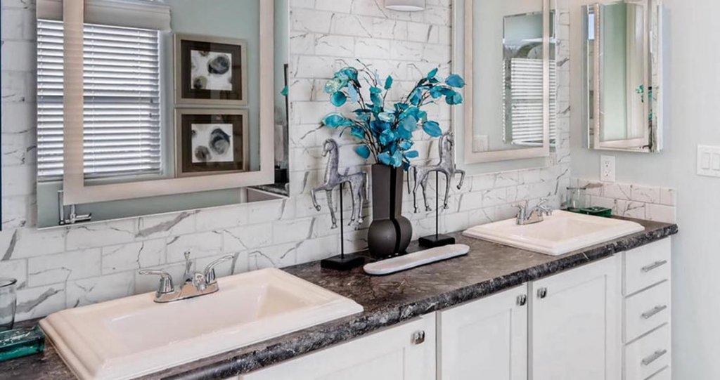 custom homes bathroom interior 1024x541